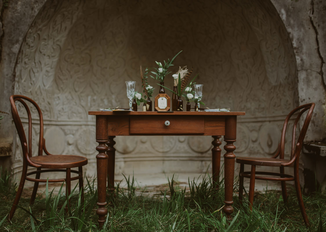 Vintage boho chic wedding in abandoned neoislamic villa Rafut